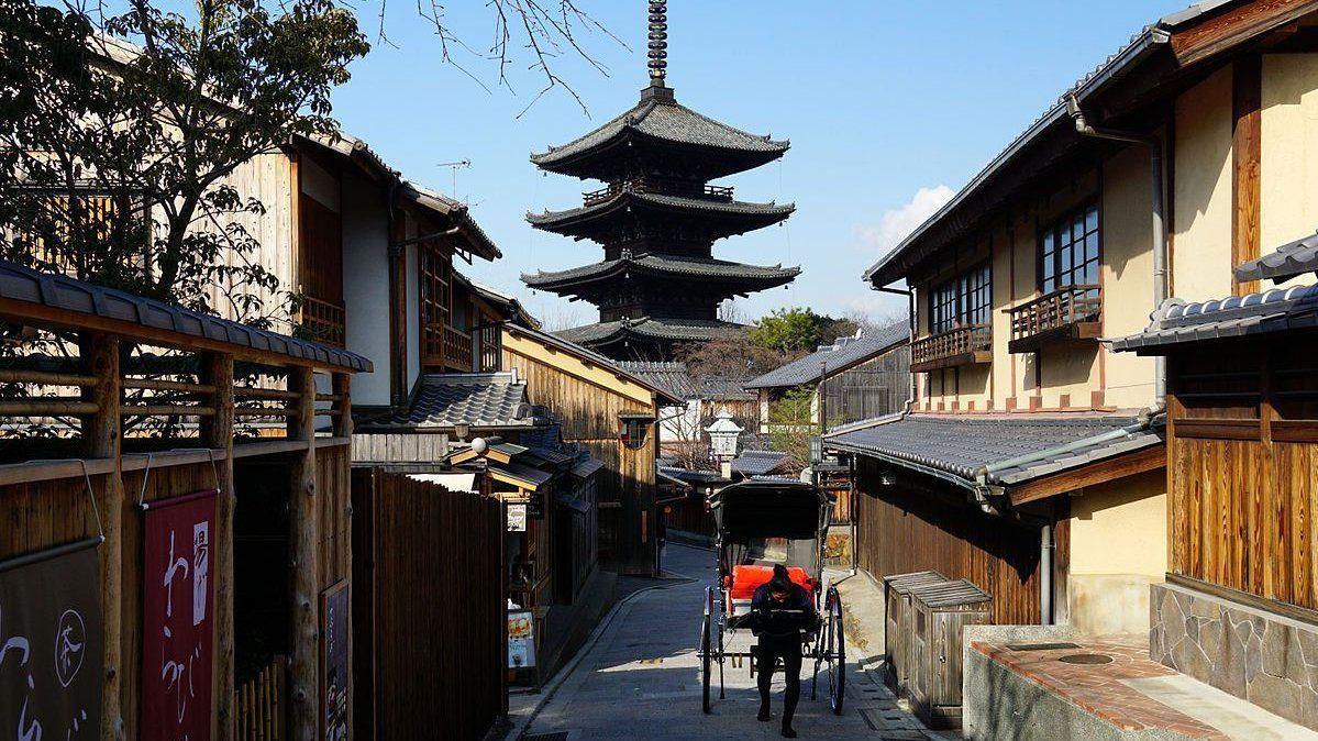 150124 at yasakakamimachi kyoto japan01n e1541327557821
