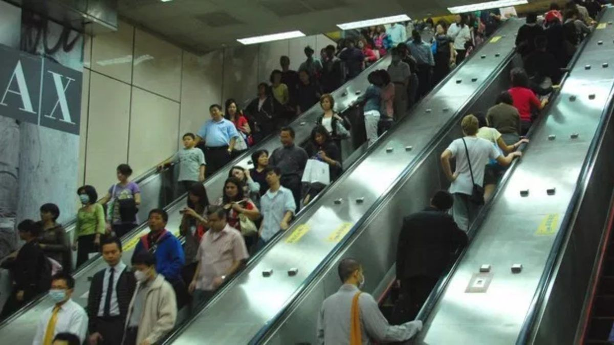 escalator au Japon 1920x1080