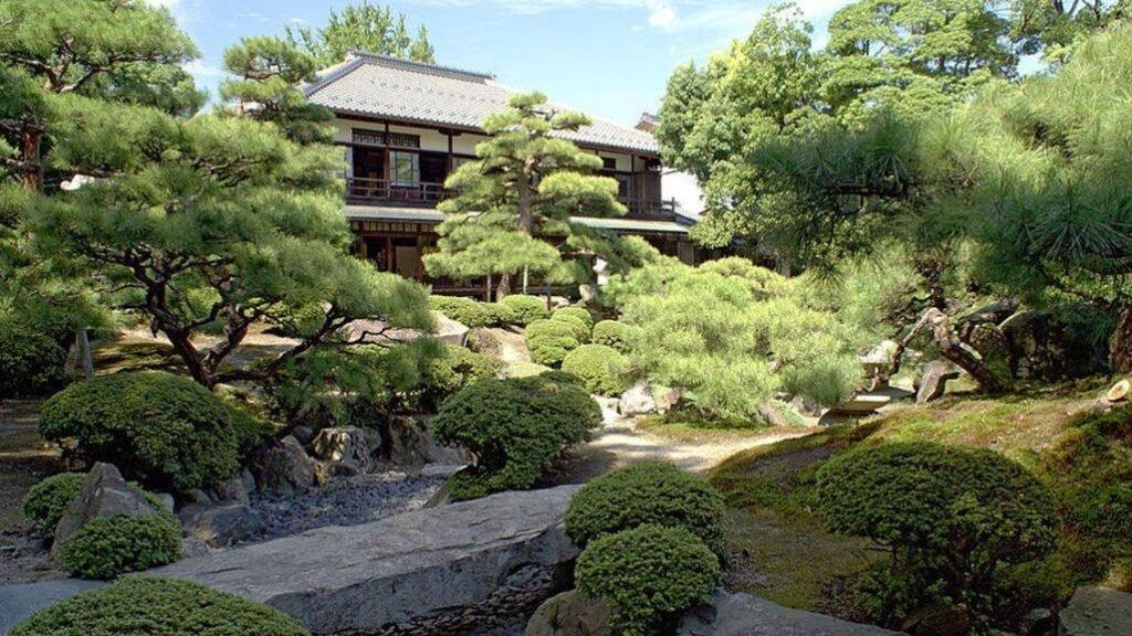 cropped une hotel japon